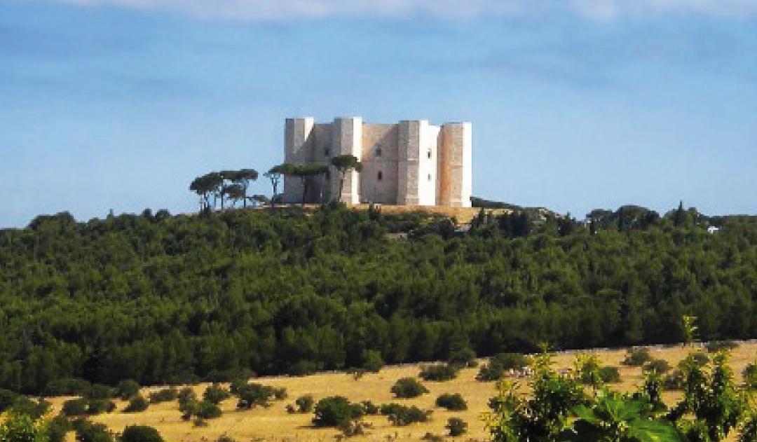 Foto Castel del Monte su collina